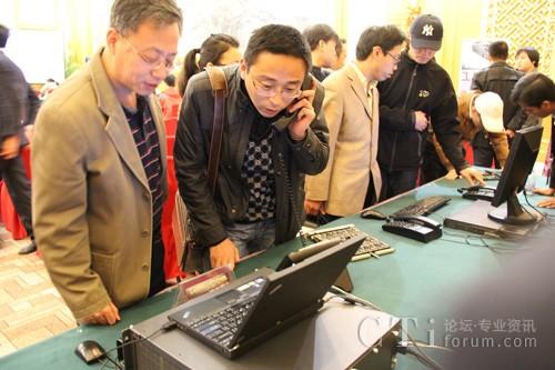 嘉宾参观东进keygoe产品和应用演示台