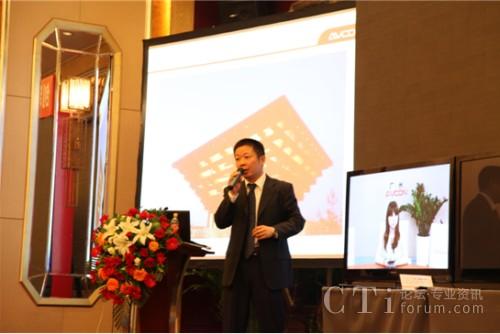 华平股份解决方案部总监王硕俭先生做产品演示和演讲