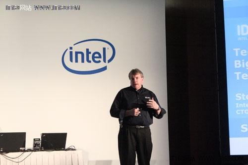 英特尔高级院士、数据中心及互联系统事业部CTO Steve Pawlowski先生