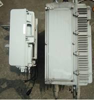 华为LTE小基站(左)与原小灵通设备对比