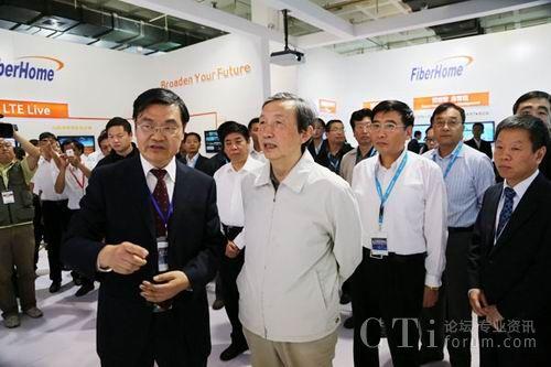 国务院副总理马凯参观访问烽火科技展台