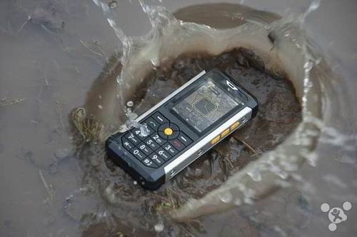 CES 2014:美军防护标准手机Cat B100发布