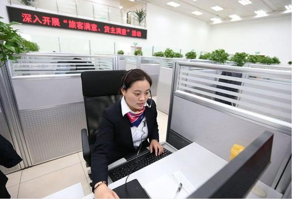 实拍北京12306客服呼叫中心图片