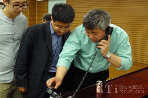 直真信通渠道总监朱惠龙演示新产品功能