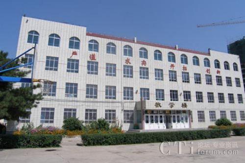 新闻 国内    呼和浩特市商贸旅游职业学校占地面积60多亩,建筑面积为