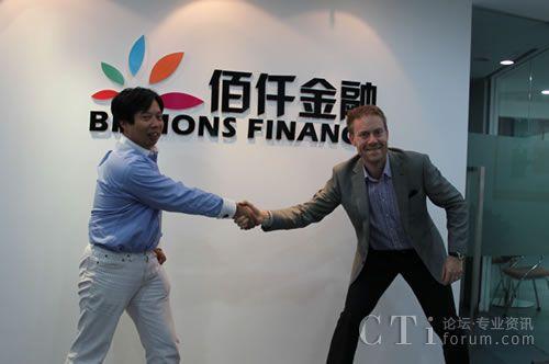 上图为Teleopti CEO,OLLE DURING 先生同佰仟金融首席风险控制官钱龙先生在签字仪式后握手