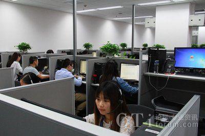 西安站点客服中心员工正在工作