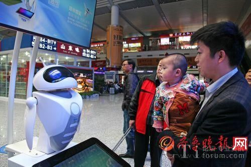 智能机器人的科幻造型,受到了孩子们的喜爱