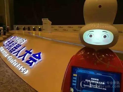 应用灵云语音交互与麦克风阵列技术的木爷机器人