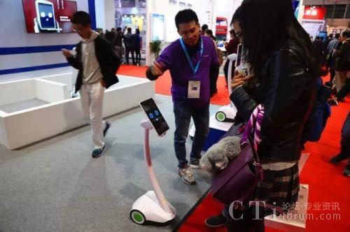 应用灵云麦克风阵列技术的派宝机器人轻松远场互动