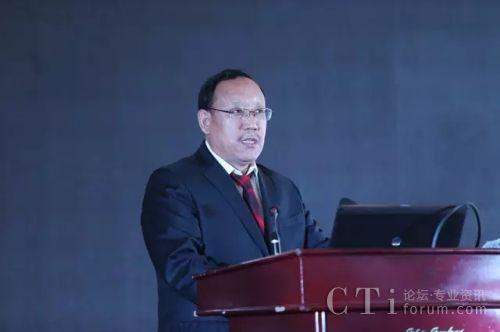 西藏民族大学党委副书记、副校长、联合实验室主任欧珠教授作主题报告