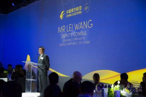 图:中国驻洛杉矶副总领事王雷代表领馆发表讲话