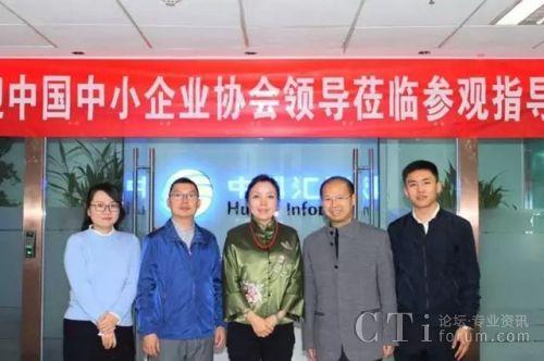 双方合影(从左到右:孙佳、肖纯、马彬、游世学、周皓)