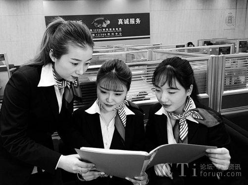 话务员通过学习交流提升纳税服务质量