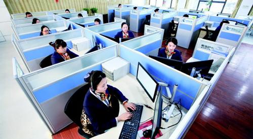 """青岛能源客服中心""""暖妹子"""":一人一天接300个热线"""