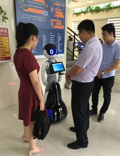 """和美服务机器人正式""""上岗"""",助力海南智慧政务创新升级"""