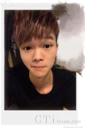 新闻 国内            邬奕波是个性格开朗活泼,样子俏皮可爱的小男生