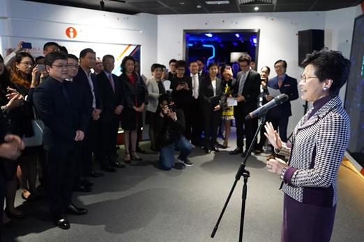 香港特首林郑月娥为小i机器人亚太地区总部暨AI+体验馆开幕揭幕